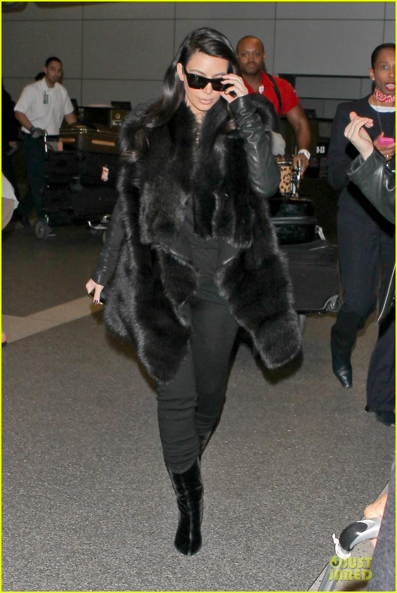 kim kardashian autograph signing at lax airport 032800483