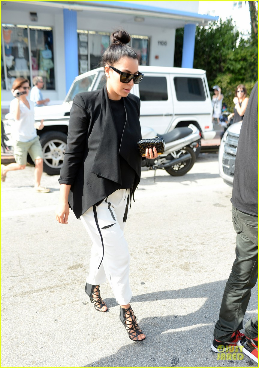 kim kardashian lunch & shopping with jonathan cheban 122786653