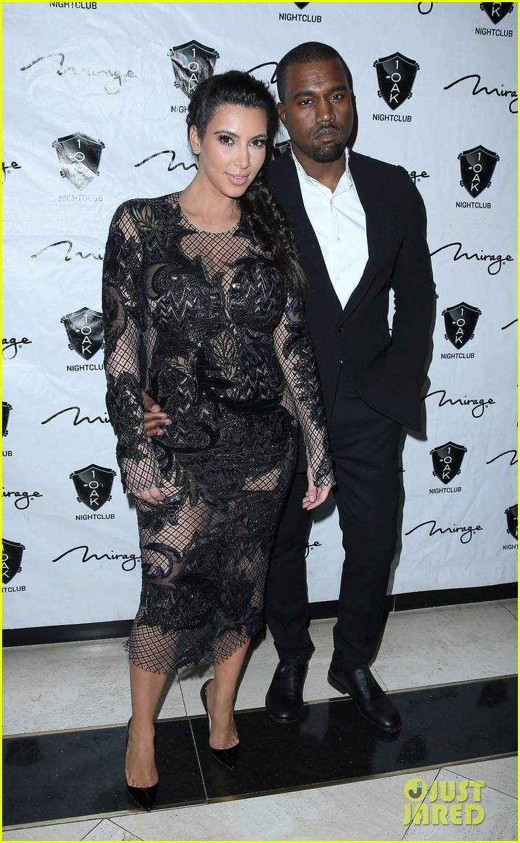 pregnant kim kardashian kanye west new years eve red carpet 01