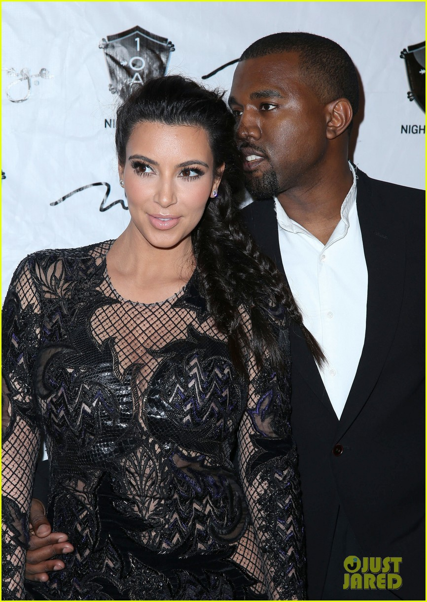 pregnant kim kardashian kanye west new years eve red carpet 042783175