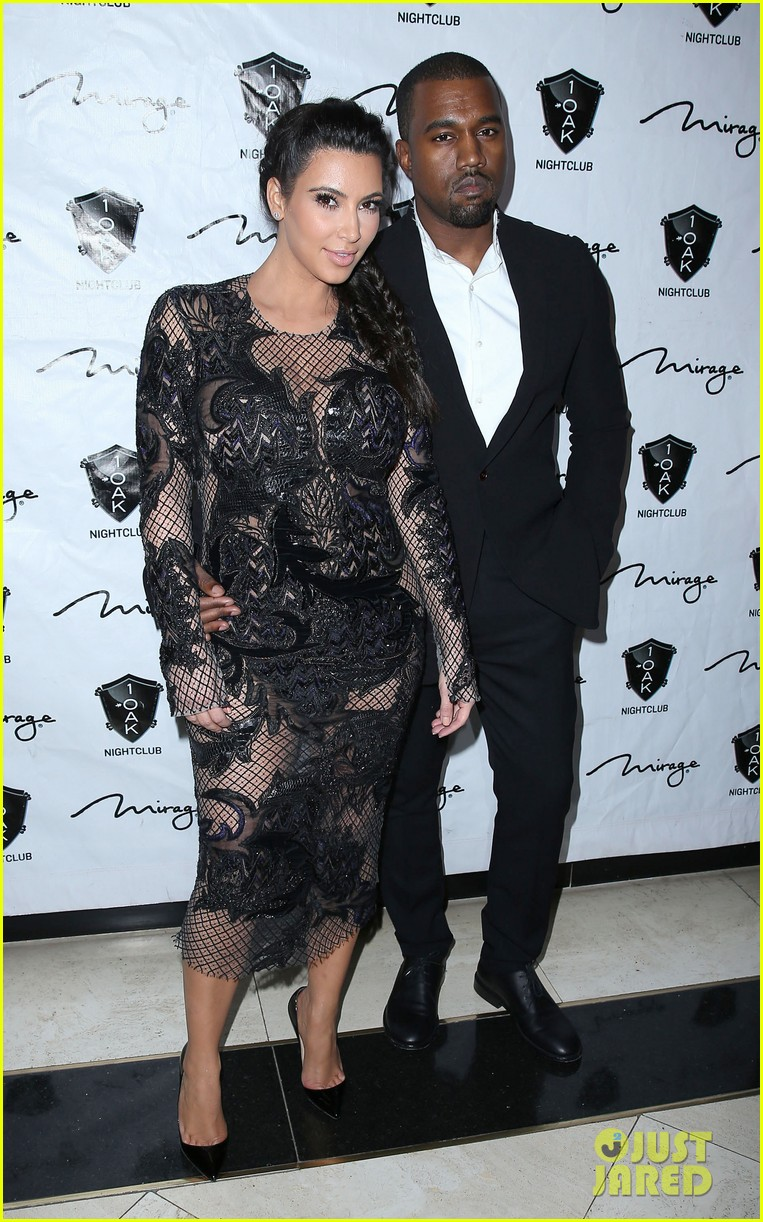 pregnant kim kardashian kanye west new years eve red carpet 072783178