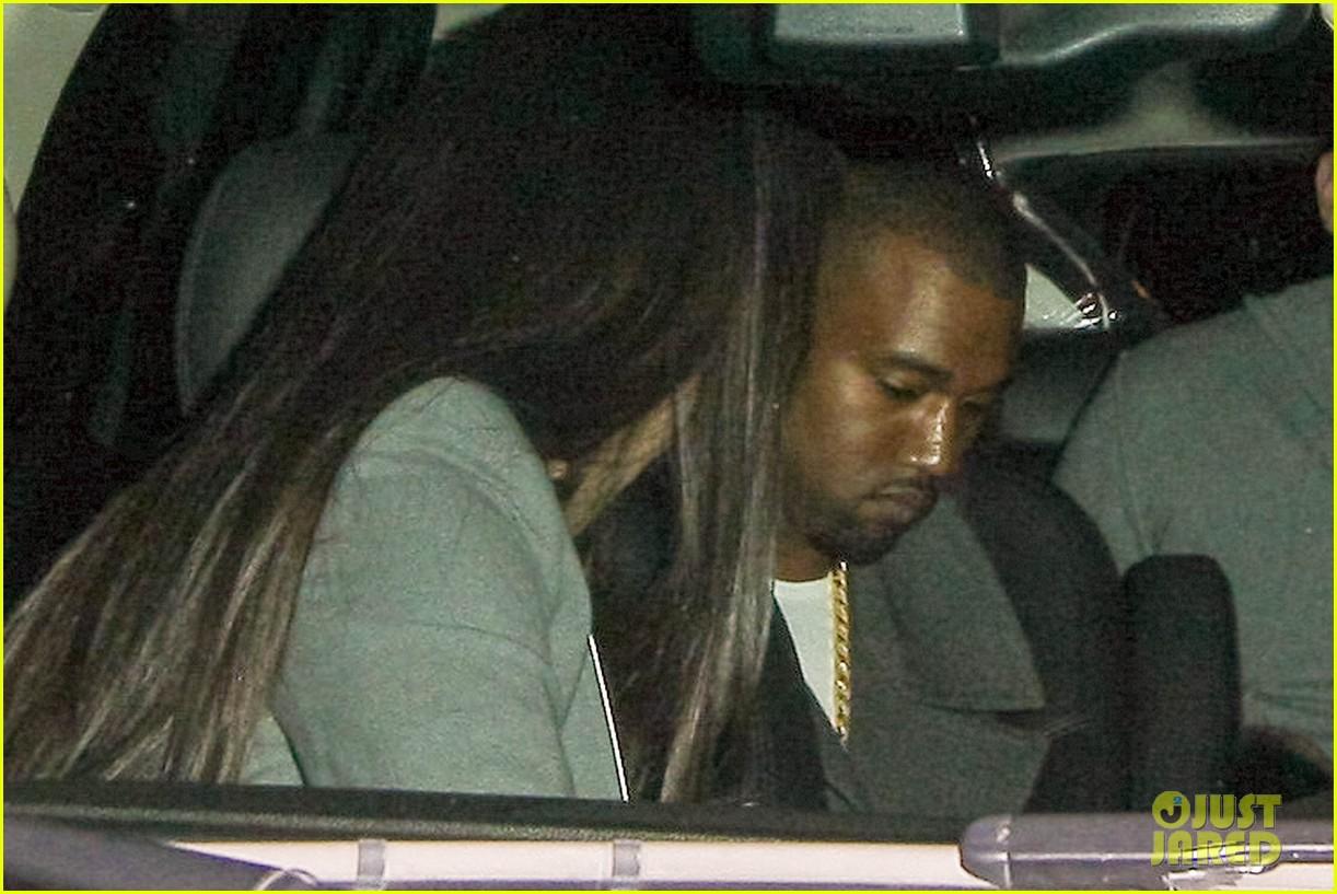 pregnant kim kardashian debuts baby bump en route to new years eve celebration 162783149