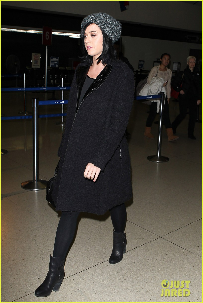 katy perry eva longoria arrive at lax after inauguration 01