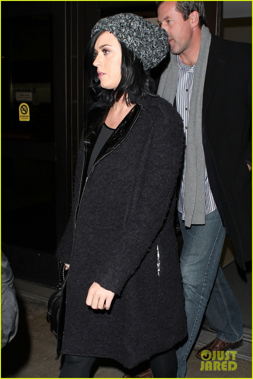 katy perry eva longoria arrive at lax after inauguration 032797313