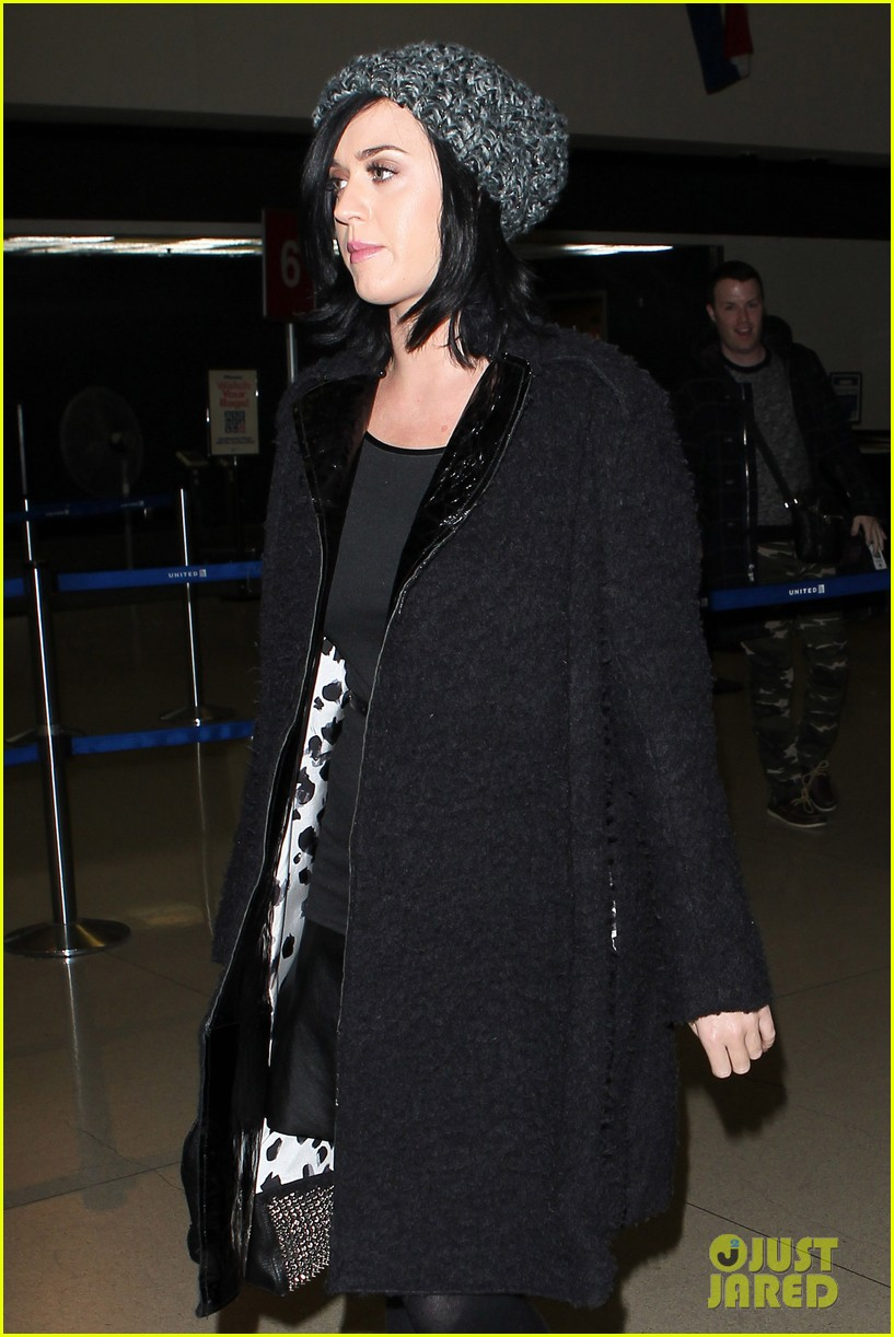 katy perry eva longoria arrive at lax after inauguration 062797316
