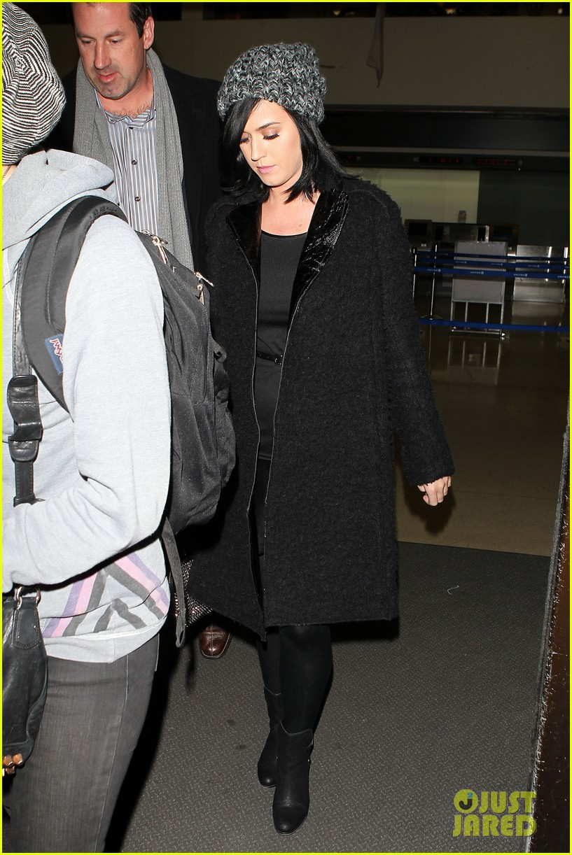 katy perry eva longoria arrive at lax after inauguration 072797317