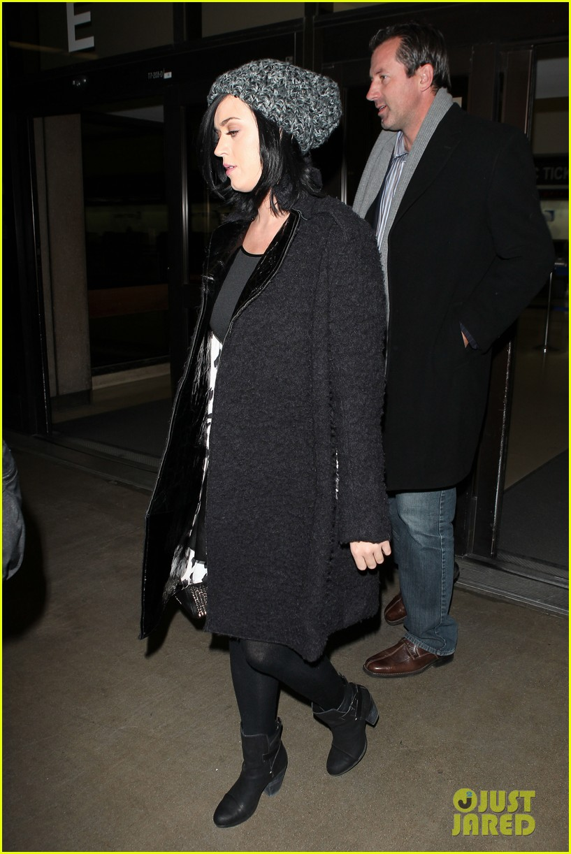 katy perry eva longoria arrive at lax after inauguration 112797321