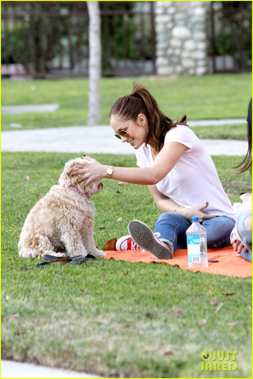 minka kelly dog park fun with chewy 33