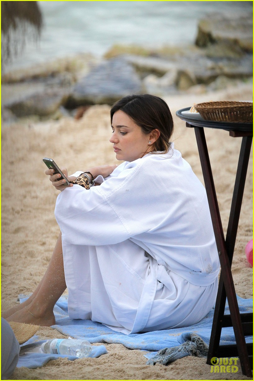 miranda kerr shirtless orlando bloom beach vacation with flynn 132800414