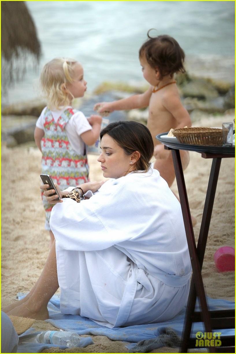 miranda kerr shirtless orlando bloom beach vacation with flynn 262800427