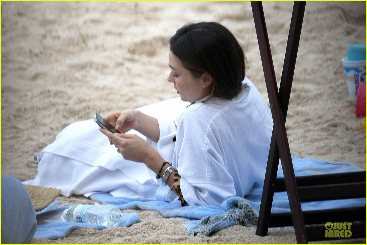 miranda kerr shirtless orlando bloom beach vacation with flynn 322800433