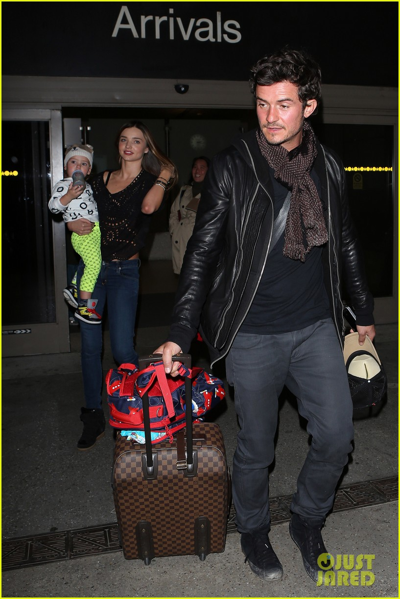 miranda kerr orlando bloom leave cancun for la 102800020