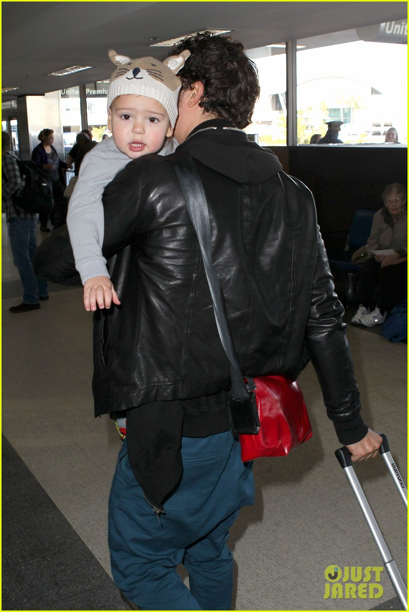 miranda kerr orlando bloom flynn family flight 022796741