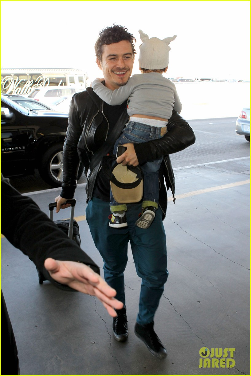miranda kerr orlando bloom flynn family flight 08