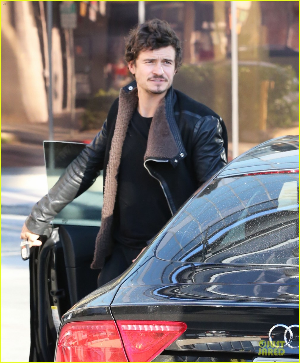 miranda kerr & orlando bloom spa pickup kisses 042784892