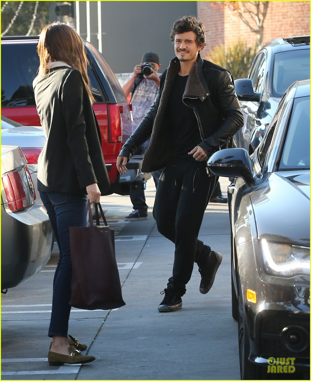 miranda kerr & orlando bloom spa pickup kisses 052784893