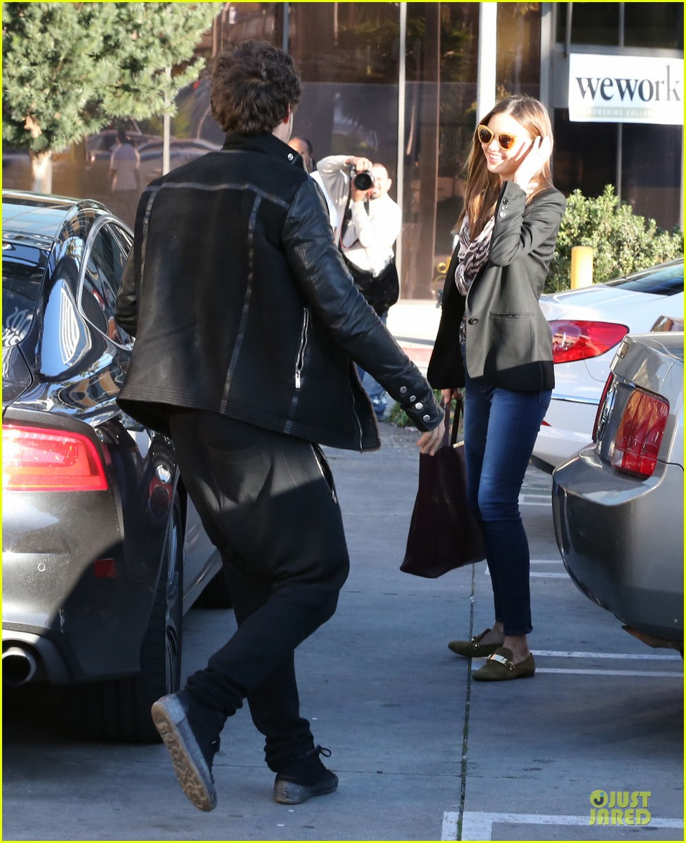 miranda kerr & orlando bloom spa pickup kisses 102784898