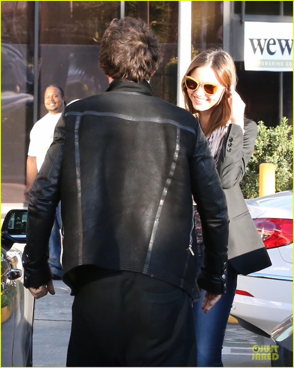 miranda kerr & orlando bloom spa pickup kisses 112784899