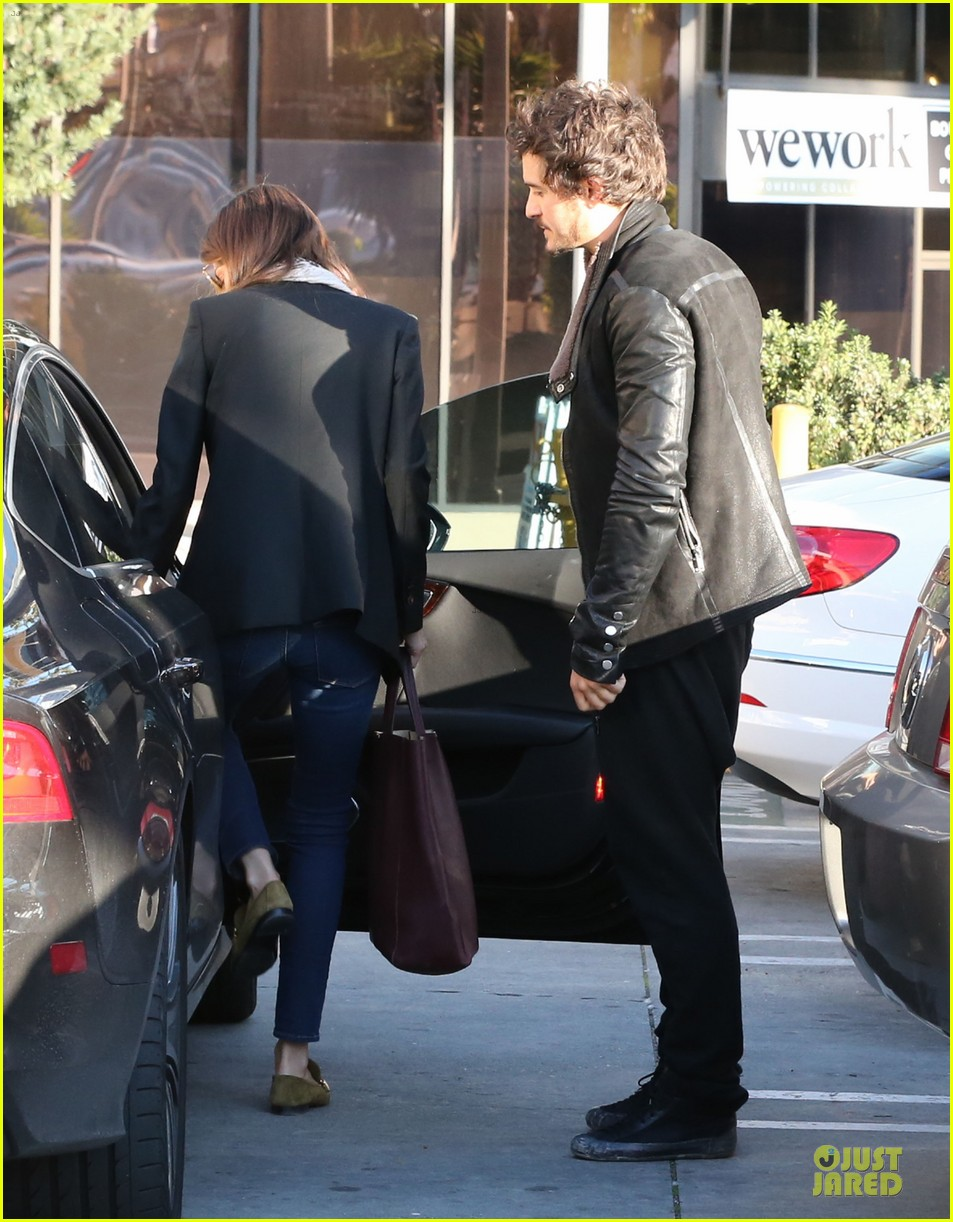 miranda kerr & orlando bloom spa pickup kisses 132784901