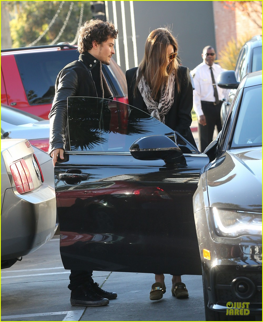 miranda kerr & orlando bloom spa pickup kisses 242784912