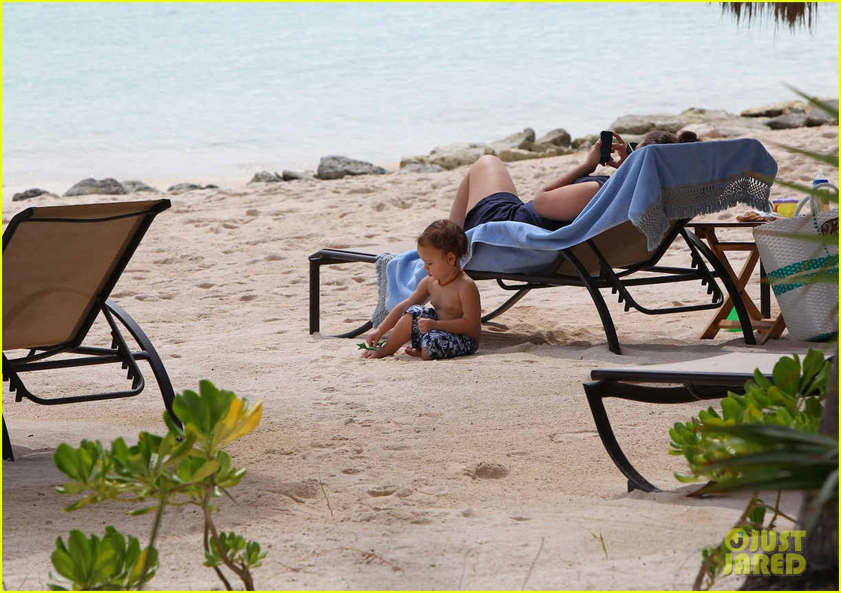 miranda kerr flynn cancun family vacation 07