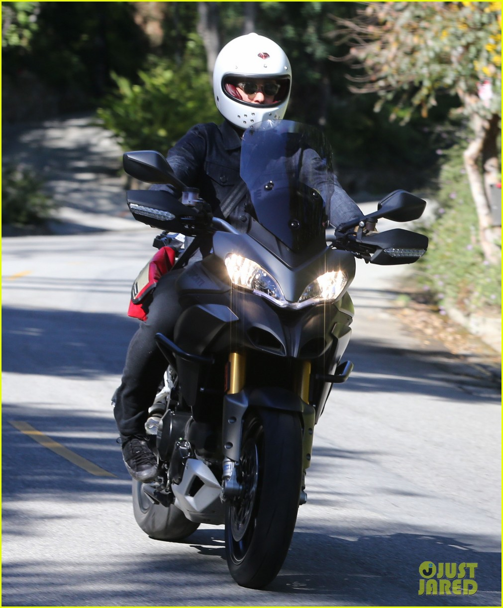 miranda kerr gets pampered orlando bloom goes for a ride 05