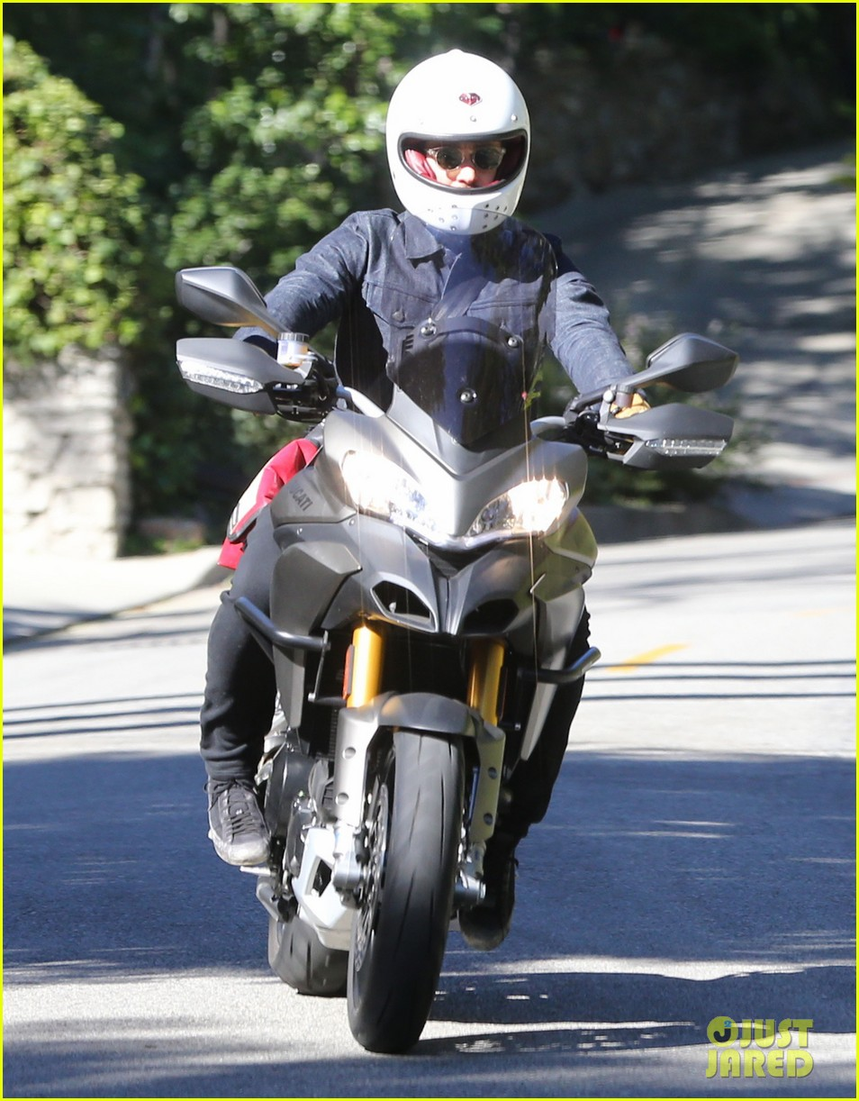 miranda kerr gets pampered orlando bloom goes for a ride 062796296