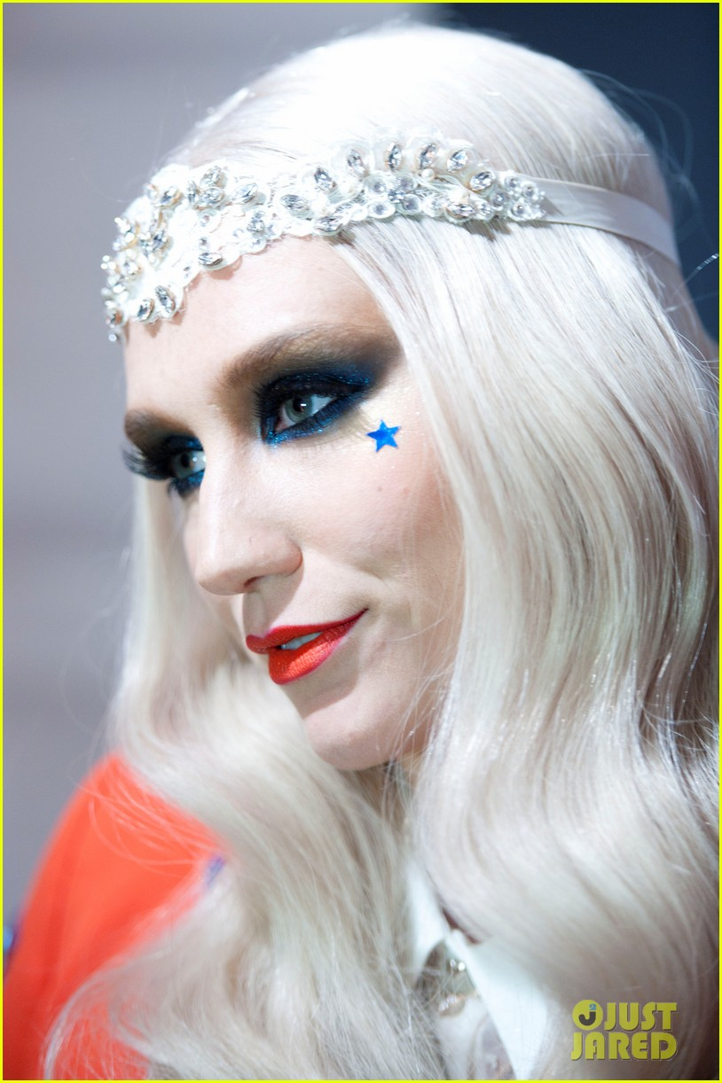 kesha red white blue for riaa inaugural ball 2013 02