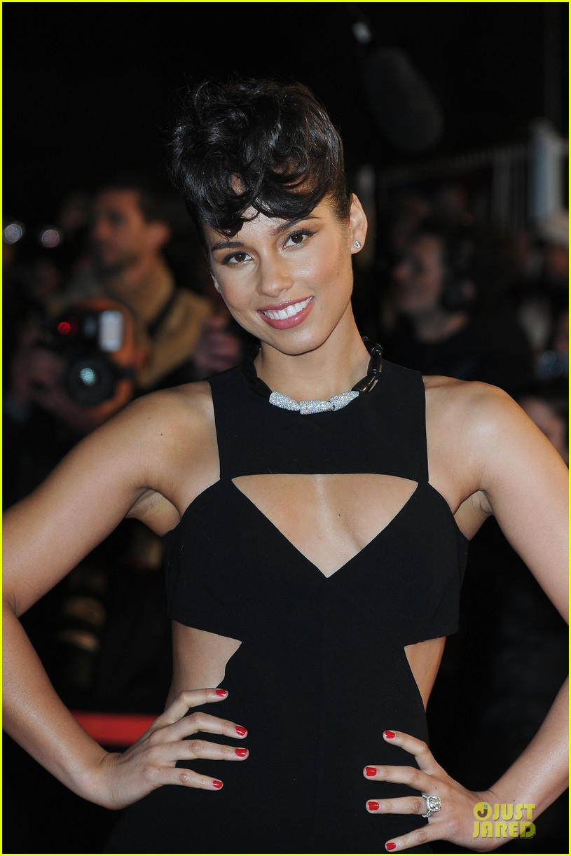 alicia keys nrj music awards 2013 red carpet 08