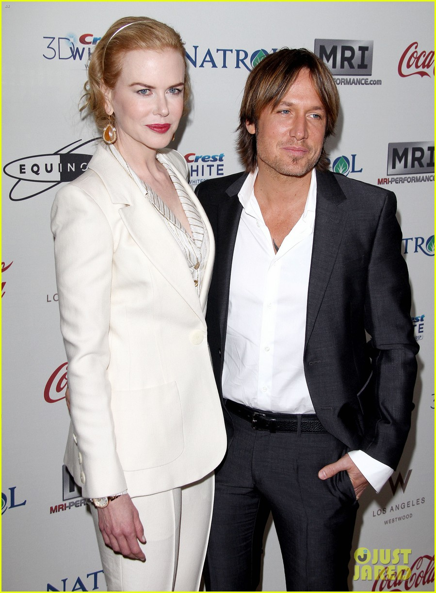 nicole kidman keith urban hold meets golden 072789889