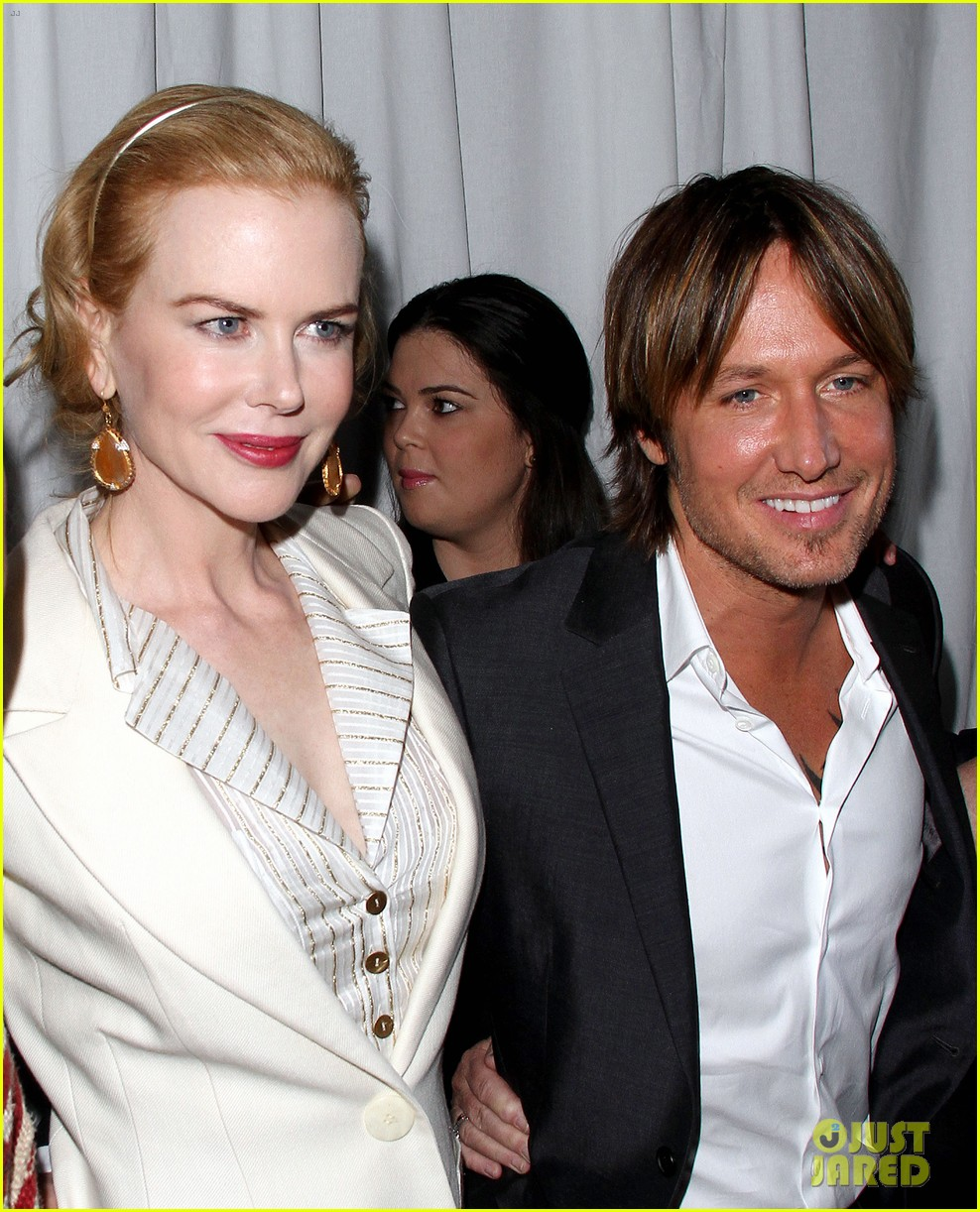 nicole kidman keith urban hold meets golden 142789896