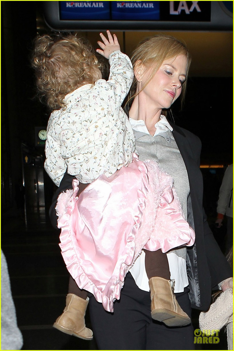 nicole kidman post sag awards lax departure with the girls 02