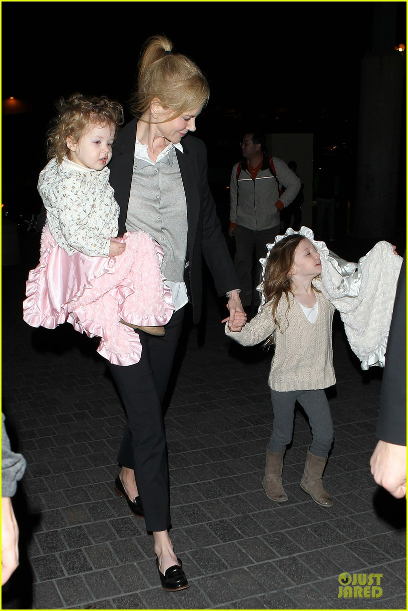 nicole kidman post sag awards lax departure with the girls 03