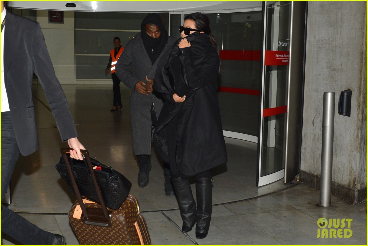 pregnant kim kardashian kanye west back in paris 032788486
