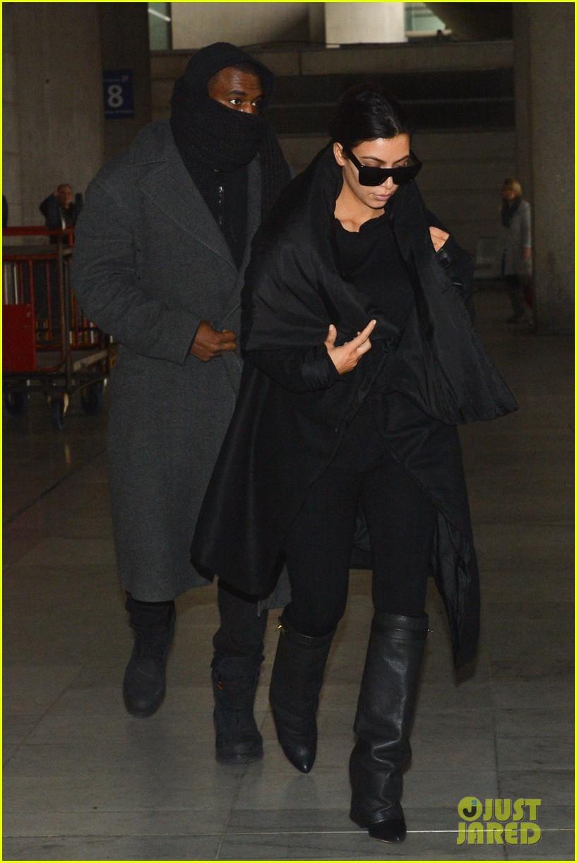 pregnant kim kardashian kanye west back in paris 042788487