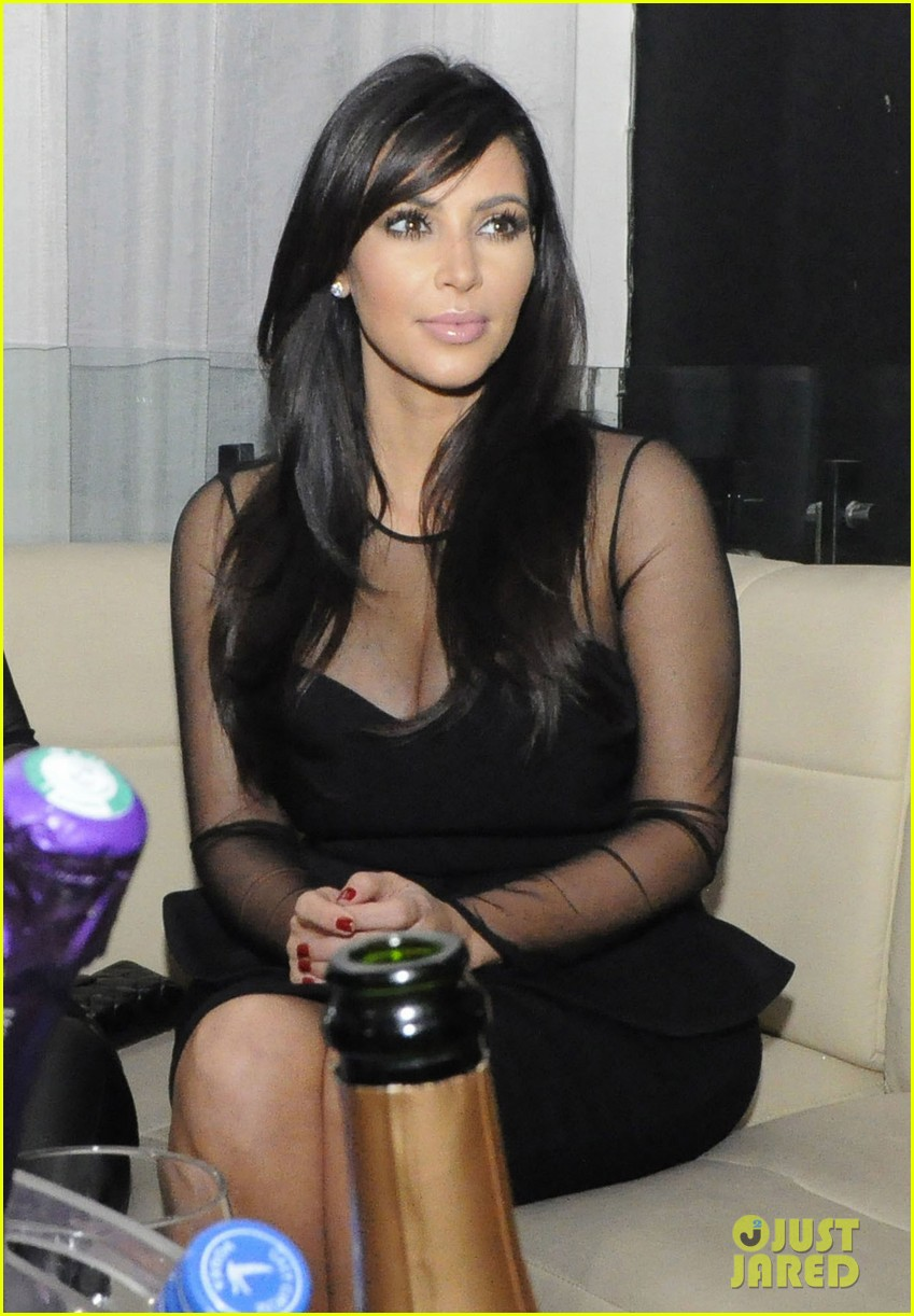 kim kardashian kourtney kim take miami premieres tonight 232795441