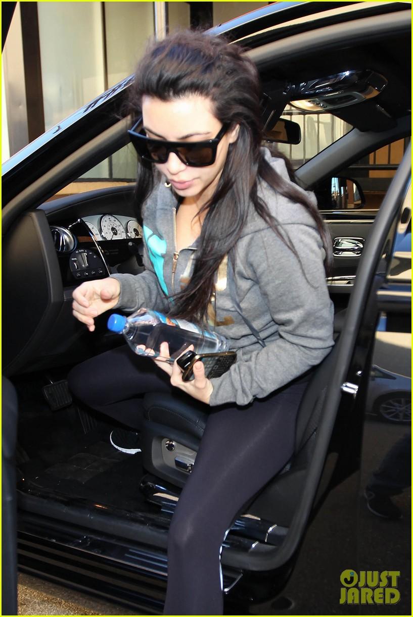 kim kardashian sister kourtney looks incredible post baby weight 042784308