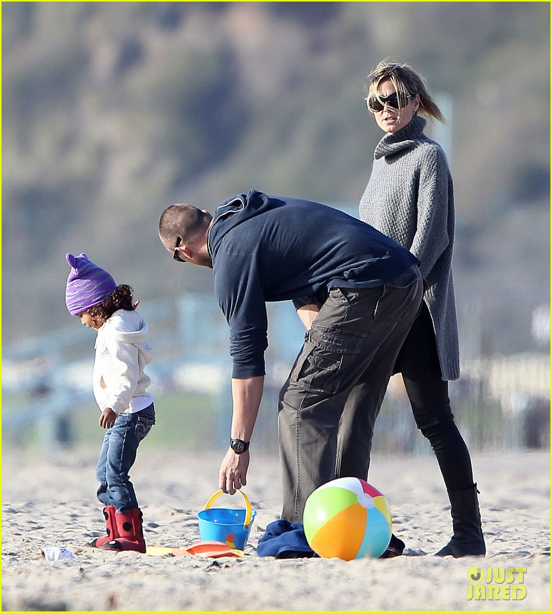 heidi klum beach day with martin kirsten and lou 152783856
