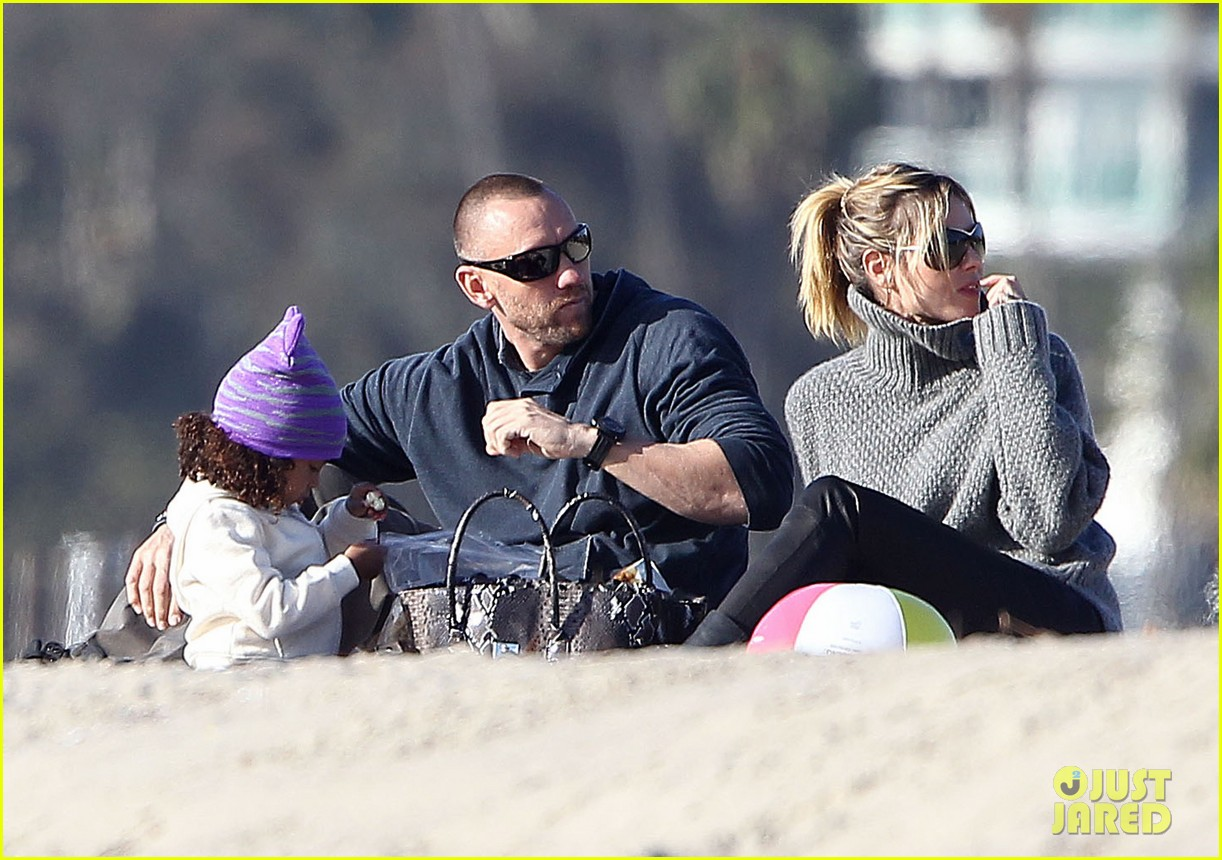heidi klum beach day with martin kirsten and lou 162783857