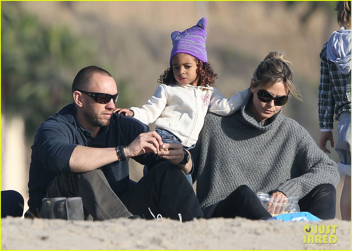 heidi klum beach day with martin kirsten and lou 222783863