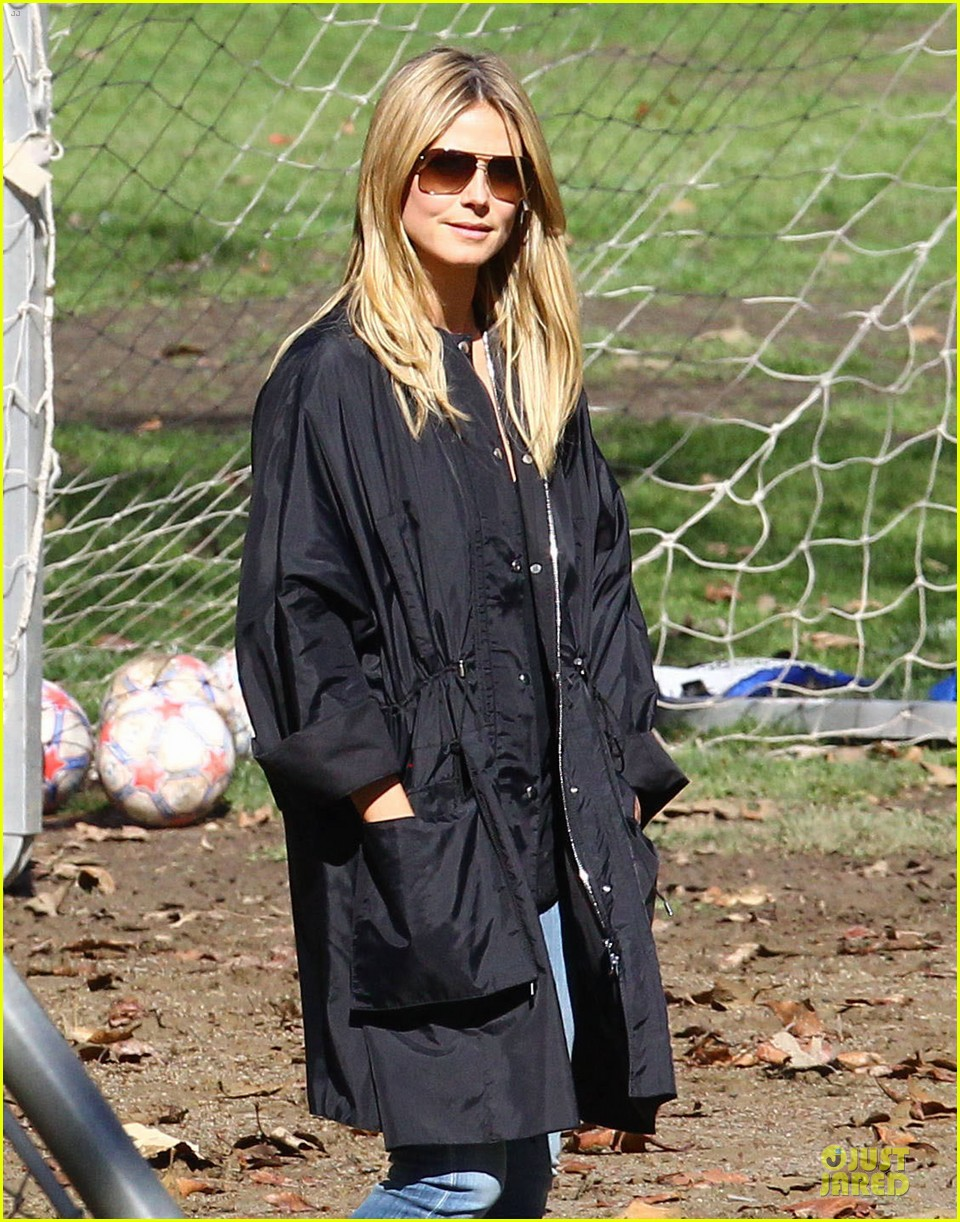 heidi klum martin kirsten swinging saturday with the kids 02