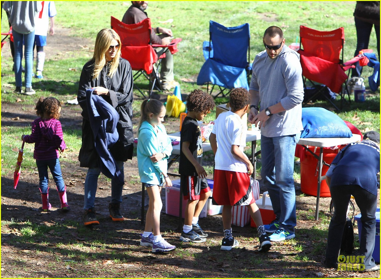 heidi klum martin kirsten swinging saturday with the kids 082799001