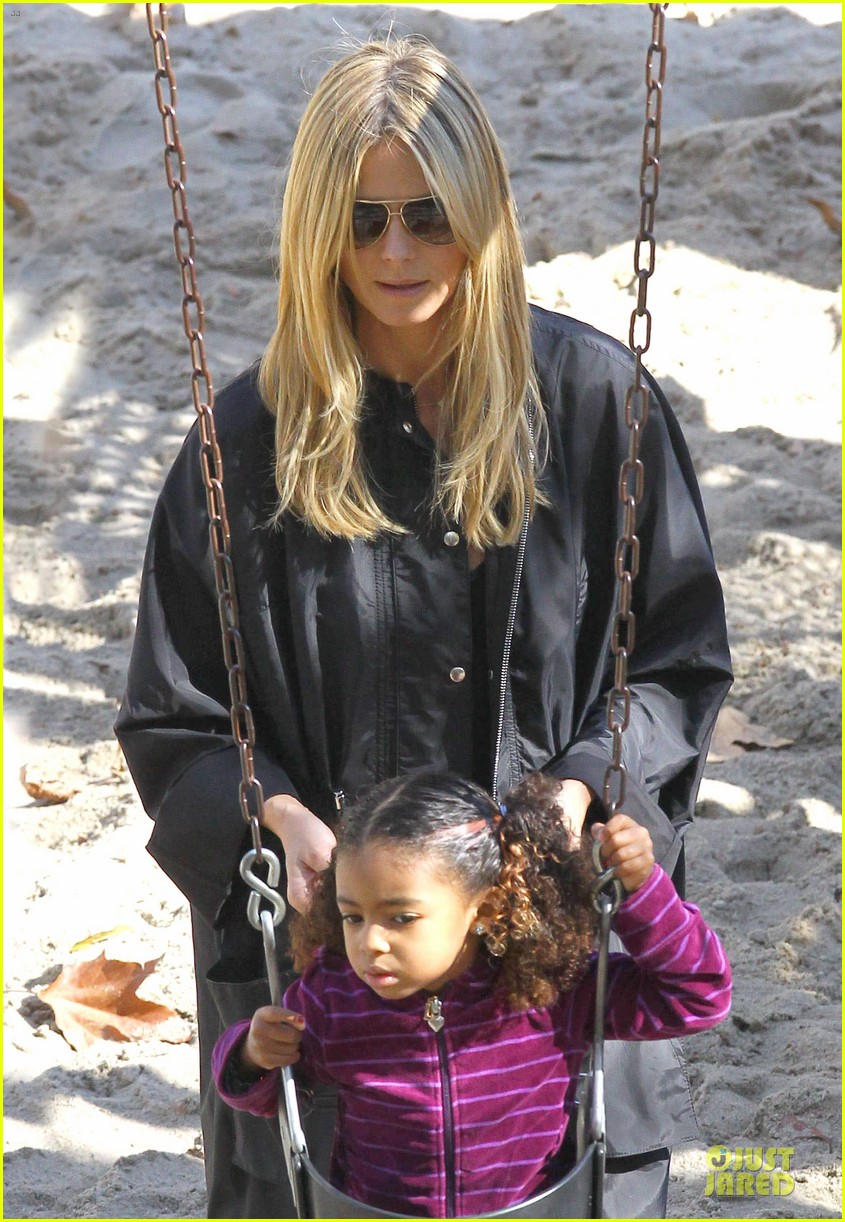 heidi klum martin kirsten swinging saturday with the kids 23