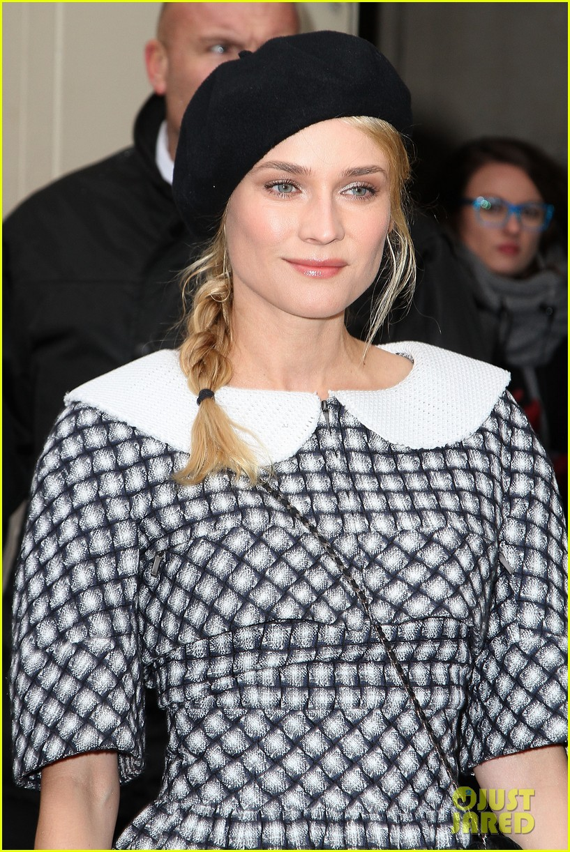 diane kruger hailee steinfeld chanel paris fashion week show 122796572