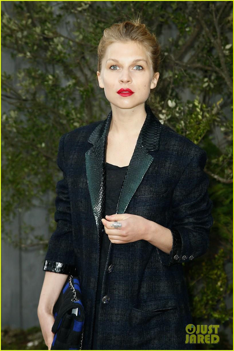 diane kruger hailee steinfeld chanel paris fashion week show 132796573