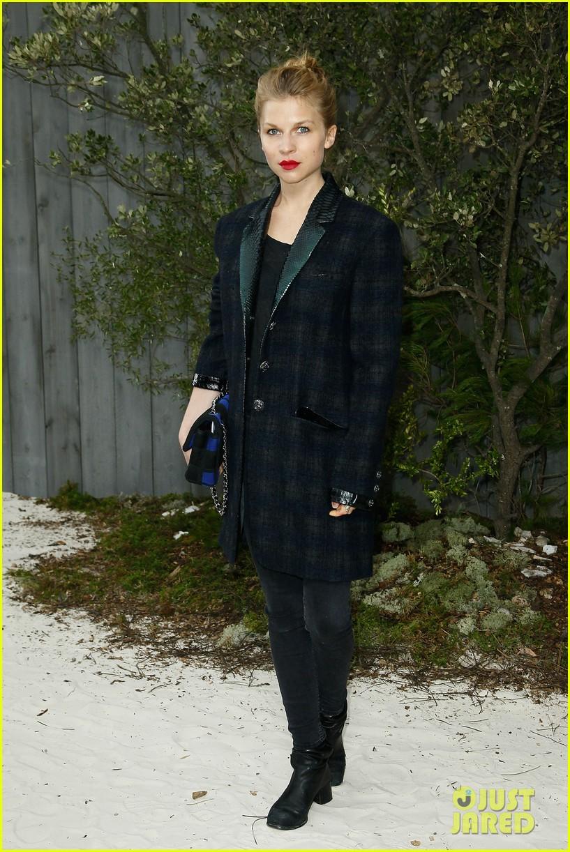 diane kruger hailee steinfeld chanel paris fashion week show 142796574