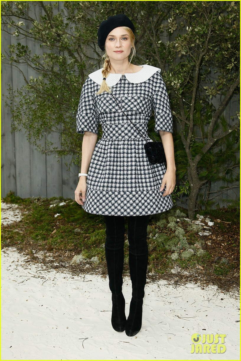 diane kruger hailee steinfeld chanel paris fashion week show 17