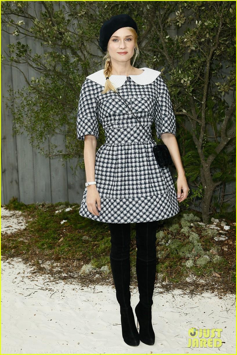 diane kruger hailee steinfeld chanel paris fashion week show 182796578