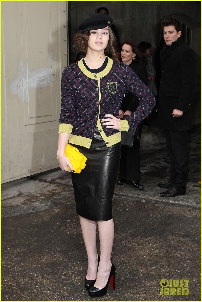 diane kruger hailee steinfeld chanel paris fashion week show 242796584