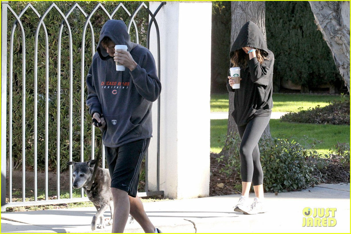 mila kunis ashton kutcher doggy duty duo 06